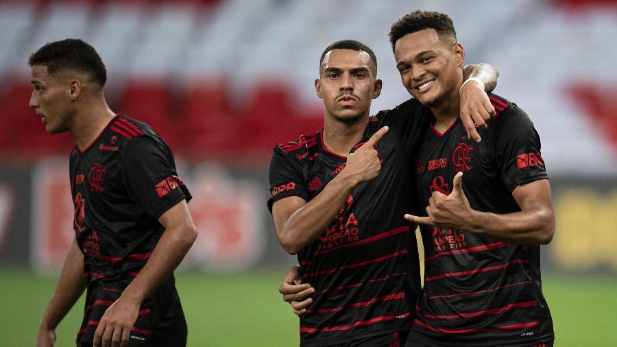 Matheuzinho e Rodrigo Muniz, destaques da base do Flamengo estão se destacando no time principal em 2021 - Jorge Rodrigues/AGIF