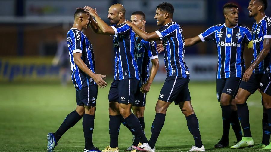 Jogadores do Grêmio comemoram gol de Thaciano contra o Esportivo, pelo Gauchão - Lucas Uebel/Grêmio