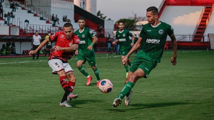 Jogadores de Atlético-GO e Goiás disputam a bola em jogo válido pelo Campeonato Goiano - Reprodução/Instagram