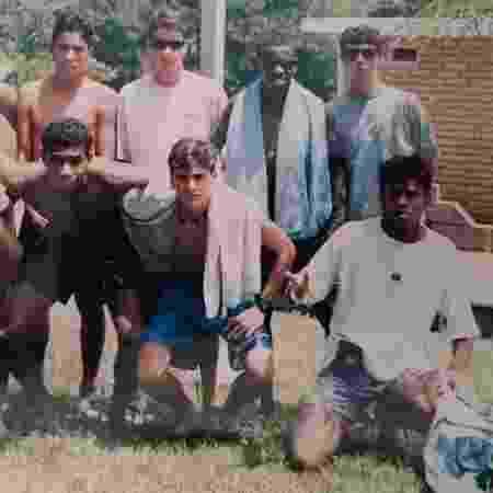 Tinga (em pé, segundo da dir. à esq.) com colegas da base do Grêmio, em 1995 - Arquivo pessoal - Arquivo pessoal