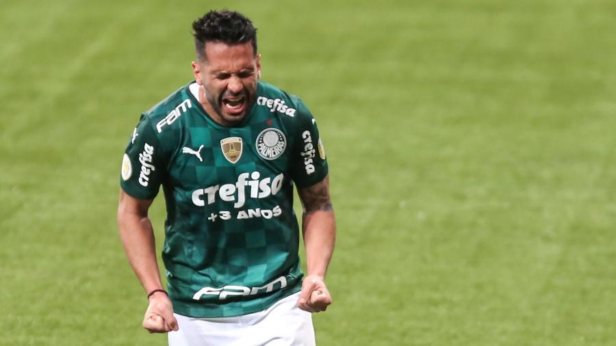 Luan comemora gol marcado para o Palmeiras contra o Athletico - Marcello Zambrana/AGIF