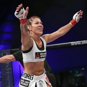 Cris Cyborg terá luta no dia 14 de maio contra Leslie Smith, em Curitiba - Reprodução/Site Invicta FC