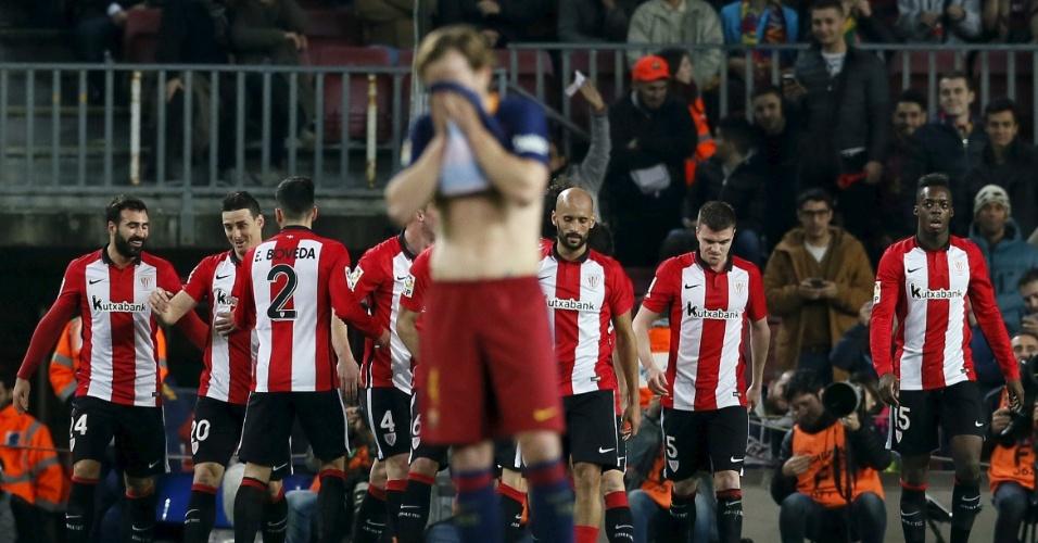 Ivan Rakitic lamenta gol do Athletic Bilbao em jogo válido pela Copa do Rei