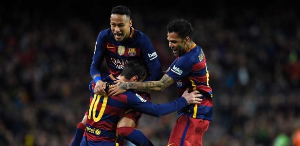 Messi, Daniel Alves e Neymar durante os tempos juntos no Barcelona - AFP / LLUIS GENE