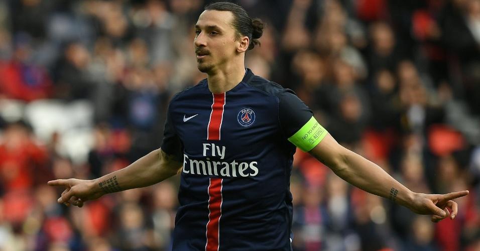 Ibrahimovic celebra após marcar para o PSG contra o Caen