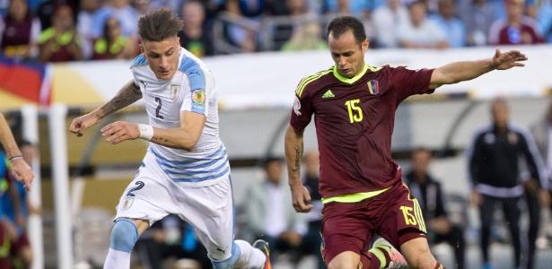 Alejandro Guerra (à direita), meia do Palmeiras, em ação pela seleção da Venezuela - USA Today Sports / Bill Streicher