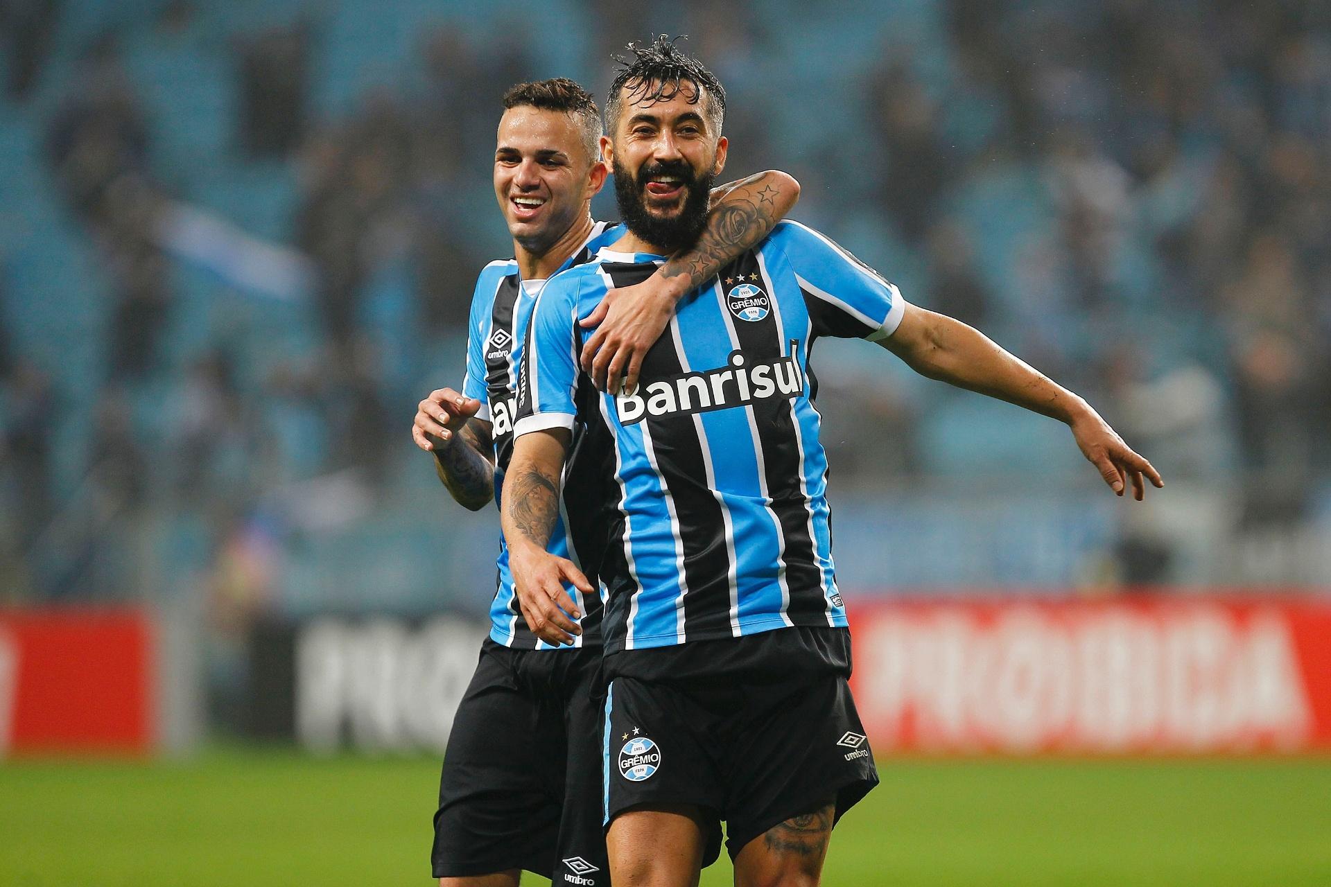 Boa fase de Douglas ameaça retorno de Bolaños ao Grêmio no clássico -  30 06 2016 - UOL Esporte 9f4cda3f3d07f