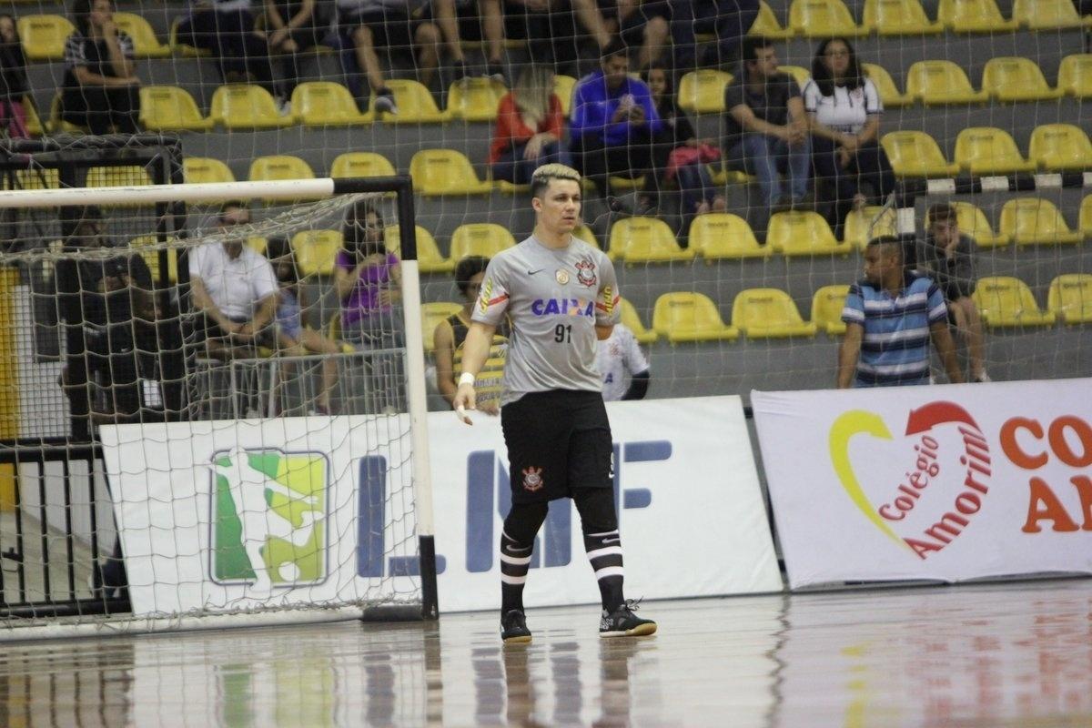 Filho de goleiro do Corinthians morre e adia decisão do Paulista de futsal  - Esporte - BOL cb00ca7a4fef8