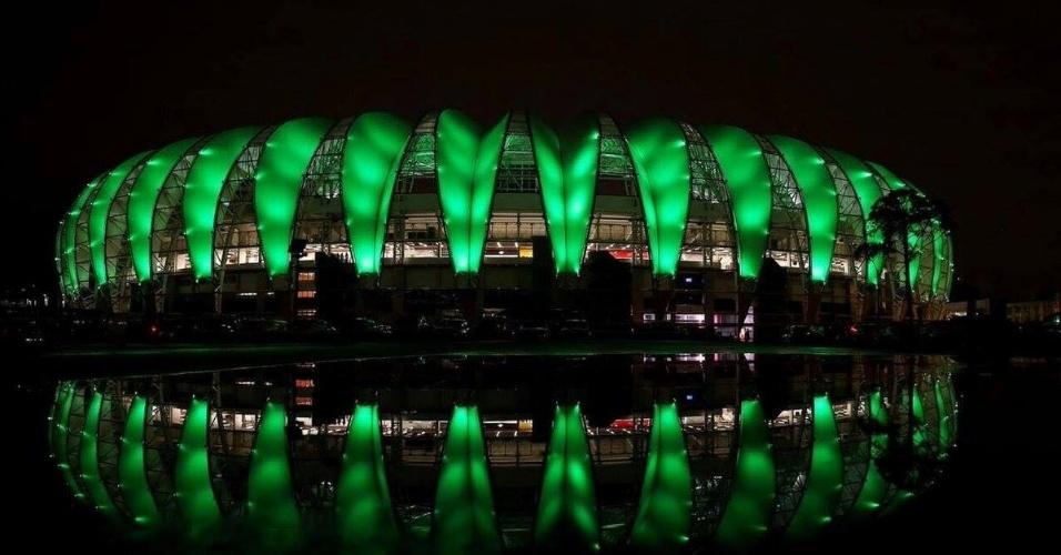 Estádio Beira-Rio, do Internacional, também prestou homenagem à Chape com a cor verde