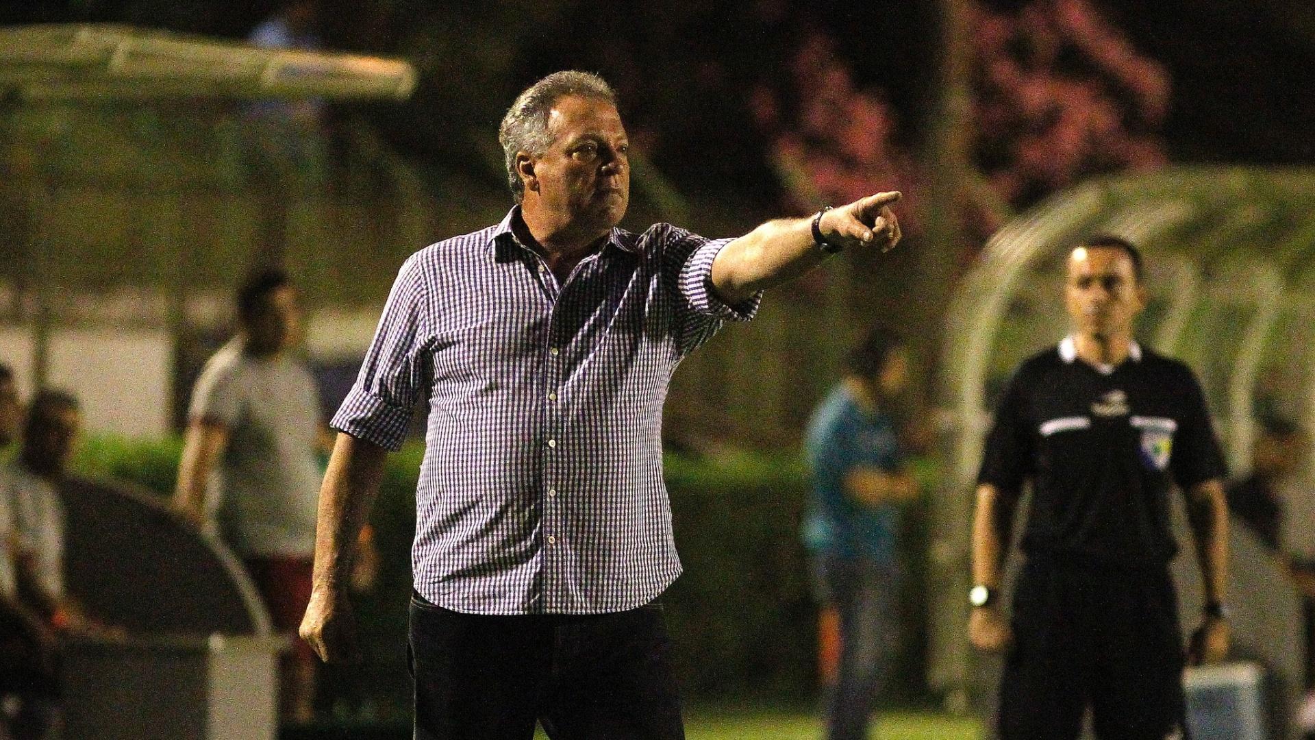 Abel Braga comanda o Fluminense no duelo contra o Criciúma