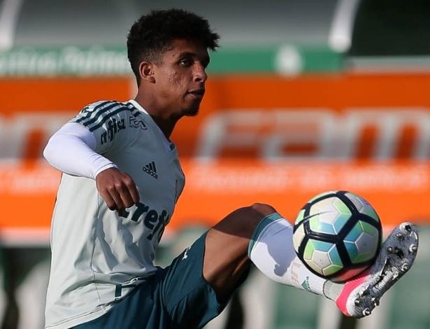 Barcelona avançou na negociação para contratar Vitinho para o time B