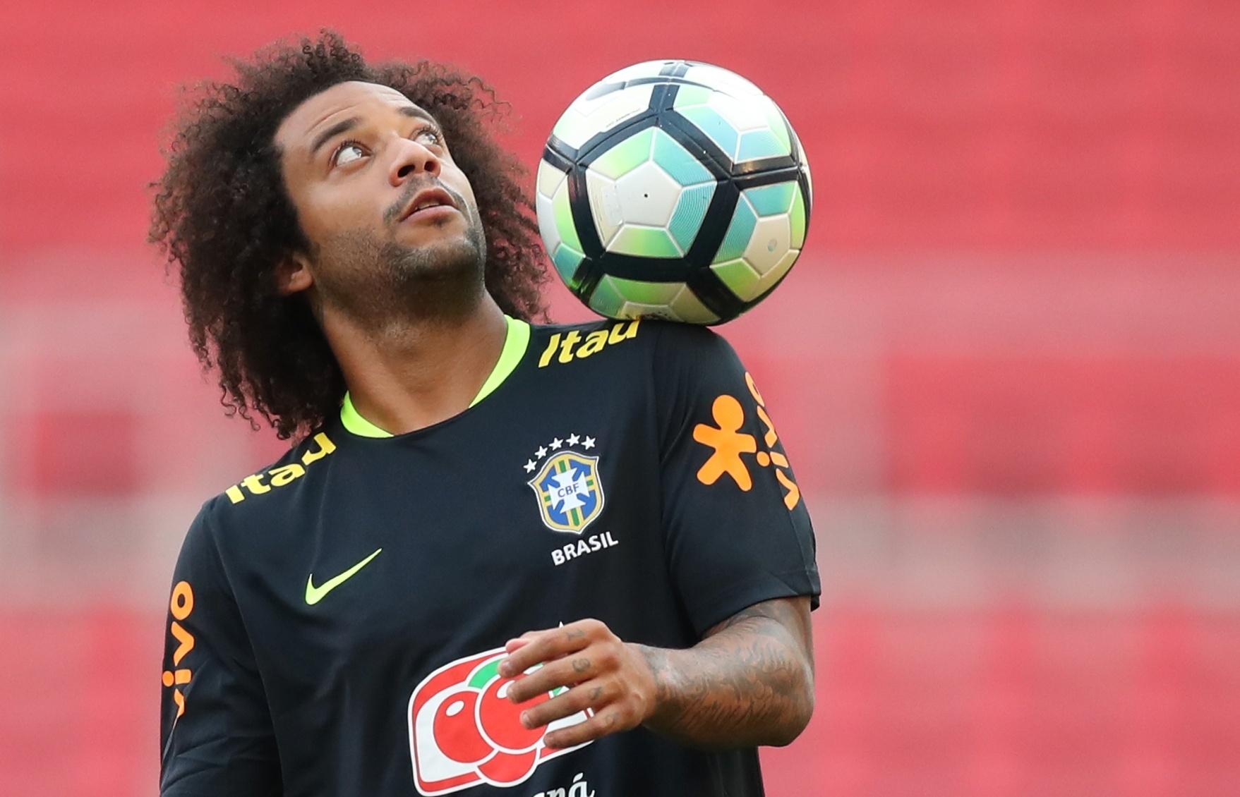 Marcelo treina com a seleção brasileira