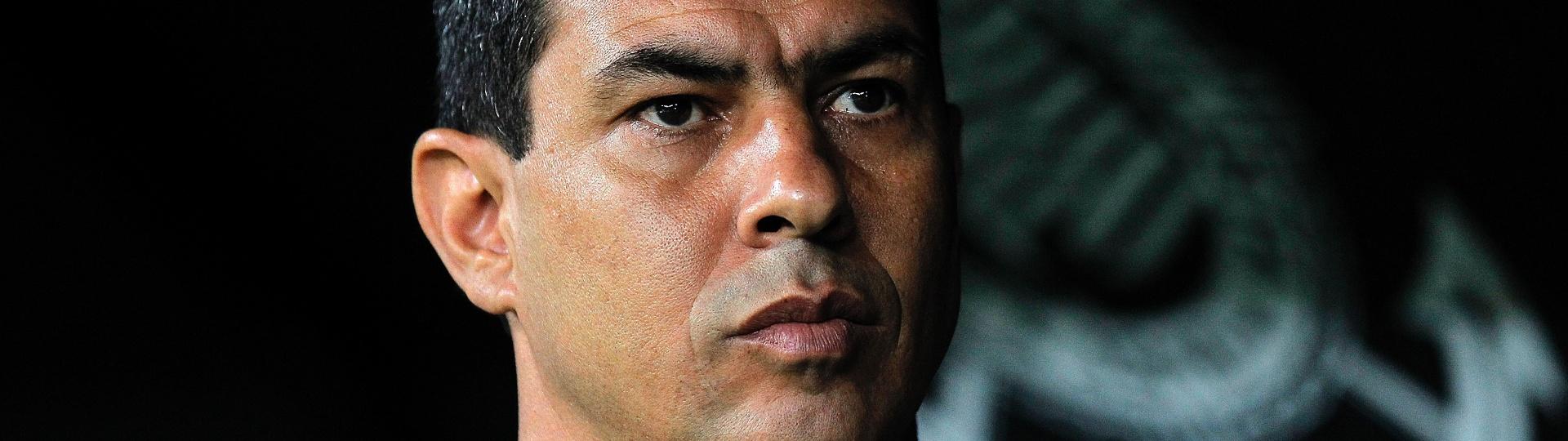 O técnico Fabio Carille comanda o Corinthians contra o Coritiba