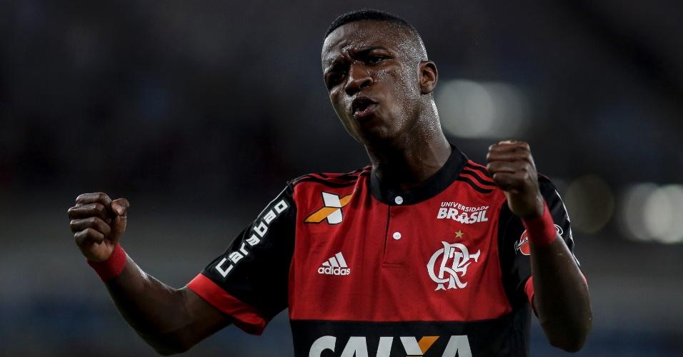 Vinicius Junior comemora avanço do Flamengo na Sul-Americana