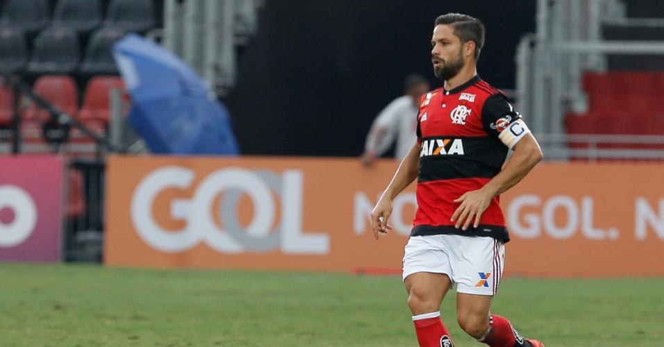 Diego em ação pelo Flamengo no jogo contra o Corinthians