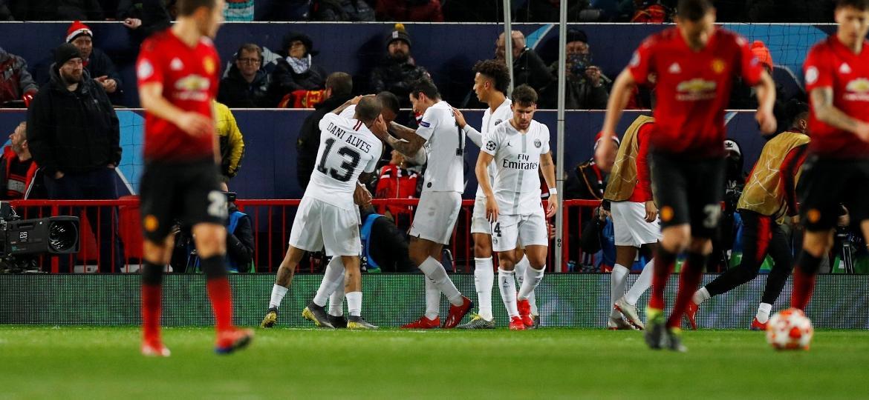 Jogadores do PSG comemoram gol de Mbappé contra o Manchester United pela Liga dos Campeões - Phil Noble/Reuters