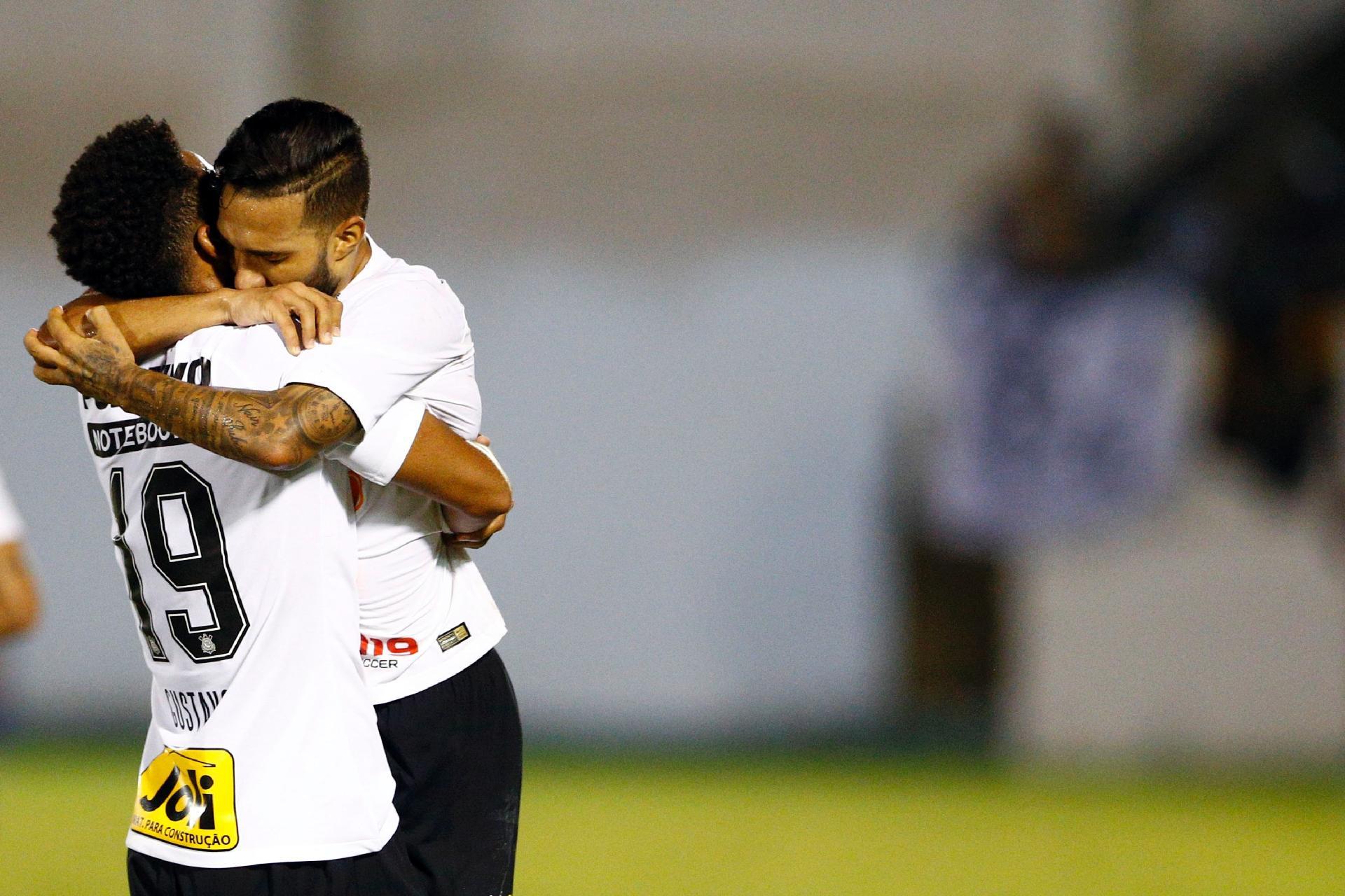 5cd06c4ce Corinthians: Gustagol celebra volta com gol e vê empate