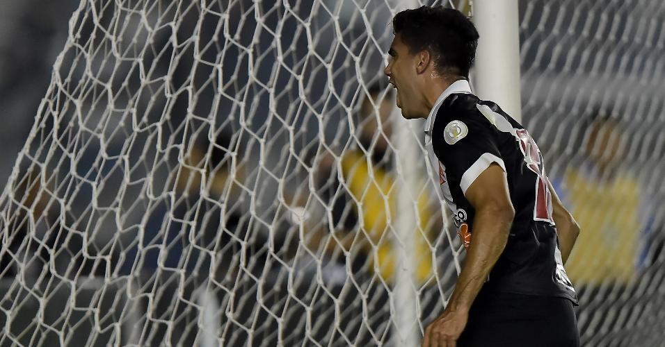 Tiago Reis comemora gol do Vasco contra o Internacional