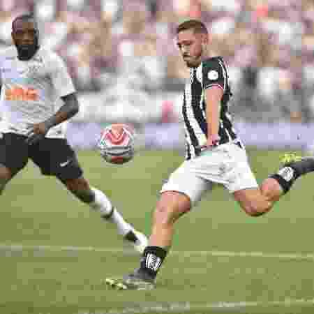 Jean Mota prepara o chute em clássico entre Santos e Corinthians pelo Paulistão - Ivan Storti/Santos FC