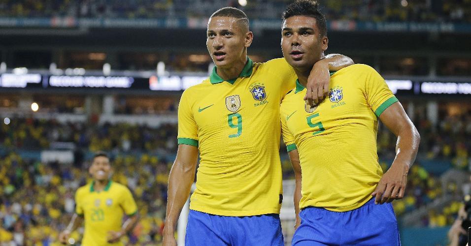 Casemiro comemora gol do Brasil contra a Colômbia
