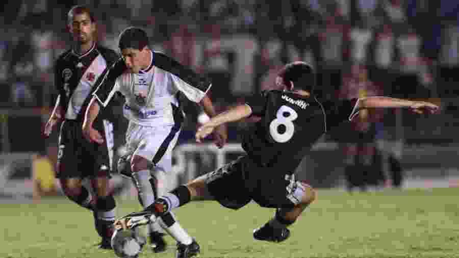 Lance de Vasco x Corinthians no Mundial 2000: competição foi transmitida pela Band na TV aberta - Ana Carolina Fernandes/Folhapress