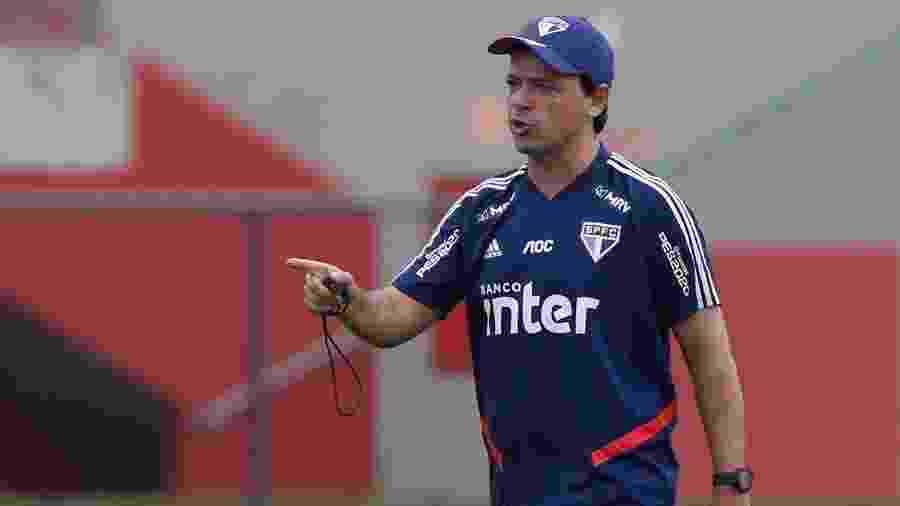 Fernando Diniz, técnico do São Paulo, em treino realizado no CFA Laudo Natel, em Cotia - Rubens Chiri / saopaulofc.net
