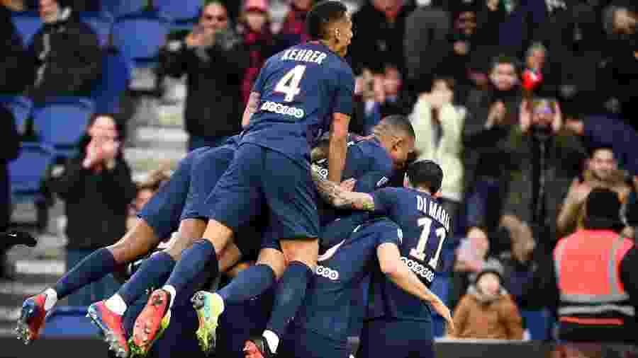 29.fev.2020 - Jogadores do PSG comemoram gol sobre o Dijon em jogo do Campeonato Francês - Franck Fife/AFP