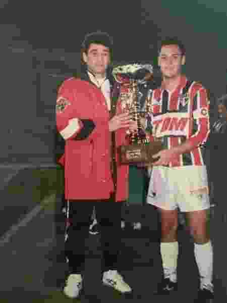 Fábio Mello (à direita) ao lado do técnico Darío Pereyra no São Paulo - Arquivo Pessoal - Arquivo Pessoal