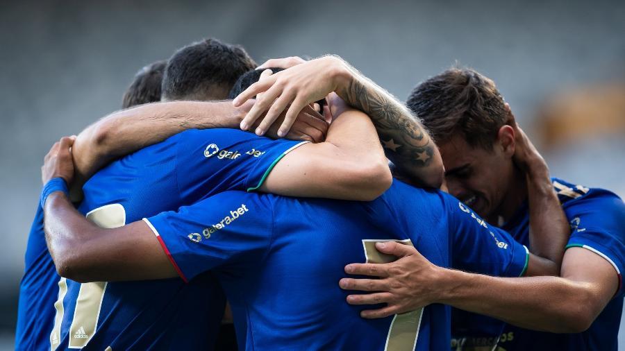 Jogadores do Cruzeiro comemoram gol diante do Atlético-MG, em partida válida pelo Campeonato Mineiro - Bruno Haddad/Cruzeiro