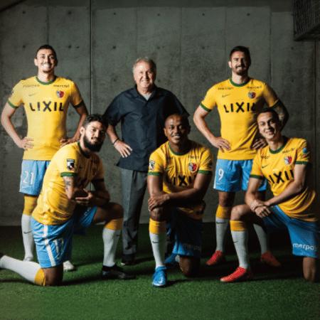 Para comemorar seu 30º aniversário, o Kashima Antlers, que tem Zico como diretor técnico, homenageou a seleção brasileira - Reprodução/Twitter @atlrs_official