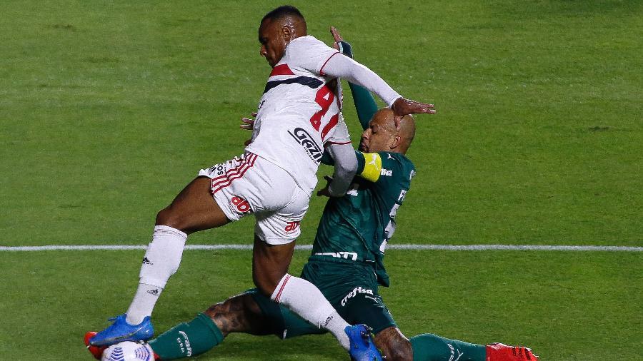 Felipe Melo tenta desarmar Marquinhos, durante a partida entre São Paulo e Palmeiras - Miguel Schincariol/Getty Images