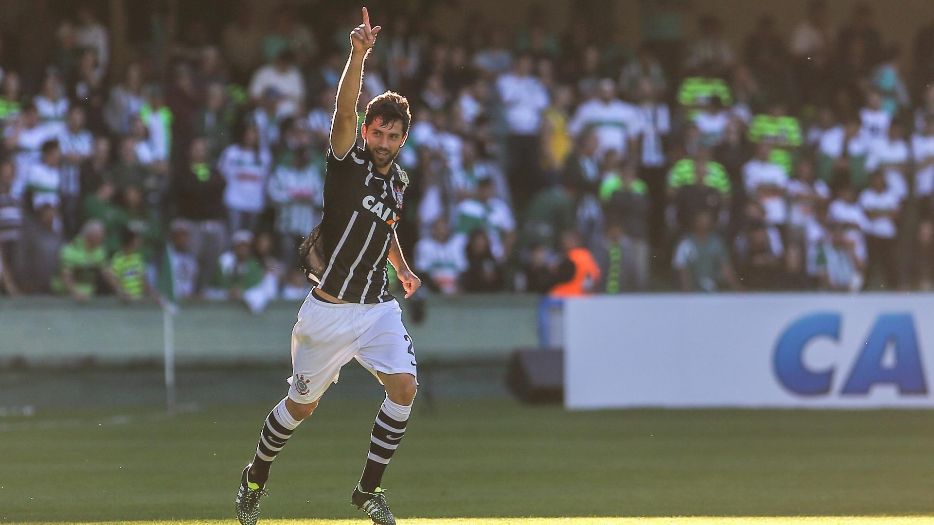Felipe comemora gol marcado na partida entre Corinthians e Coritiba, disputada no Couto Pereira