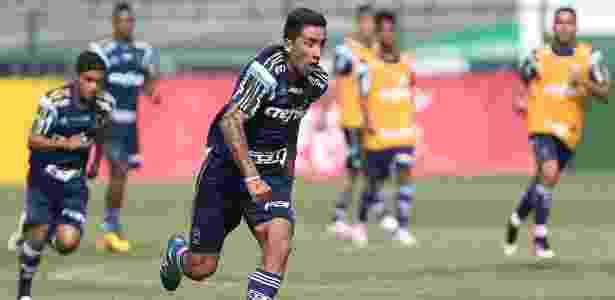Barrios deixou o gramado da Academia de Futebol antes do fim do treino - Cesar Greco/Ag Palmeiras