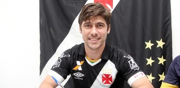 Fellype Gabriel assinou contrato com o Vasco na manhã desta sexta-feira
