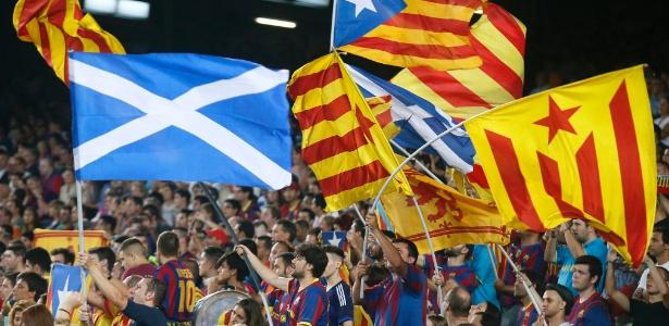 Torcida do Barça já usou bandeiras da Escócia em protestos, como nesse jogo de 2014
