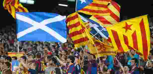 Torcida do Barça já usou bandeiras da Escócia em protestos, como nesse jogo de 2014 - Albert Gea/Reuters