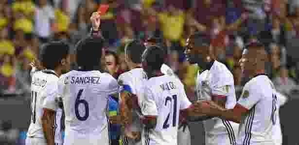 Carlos Sanchez é expulso no jogo Colômbia x Chile pela semis da Copa América - Nelson Almeida/AFP Photo - Nelson Almeida/AFP Photo
