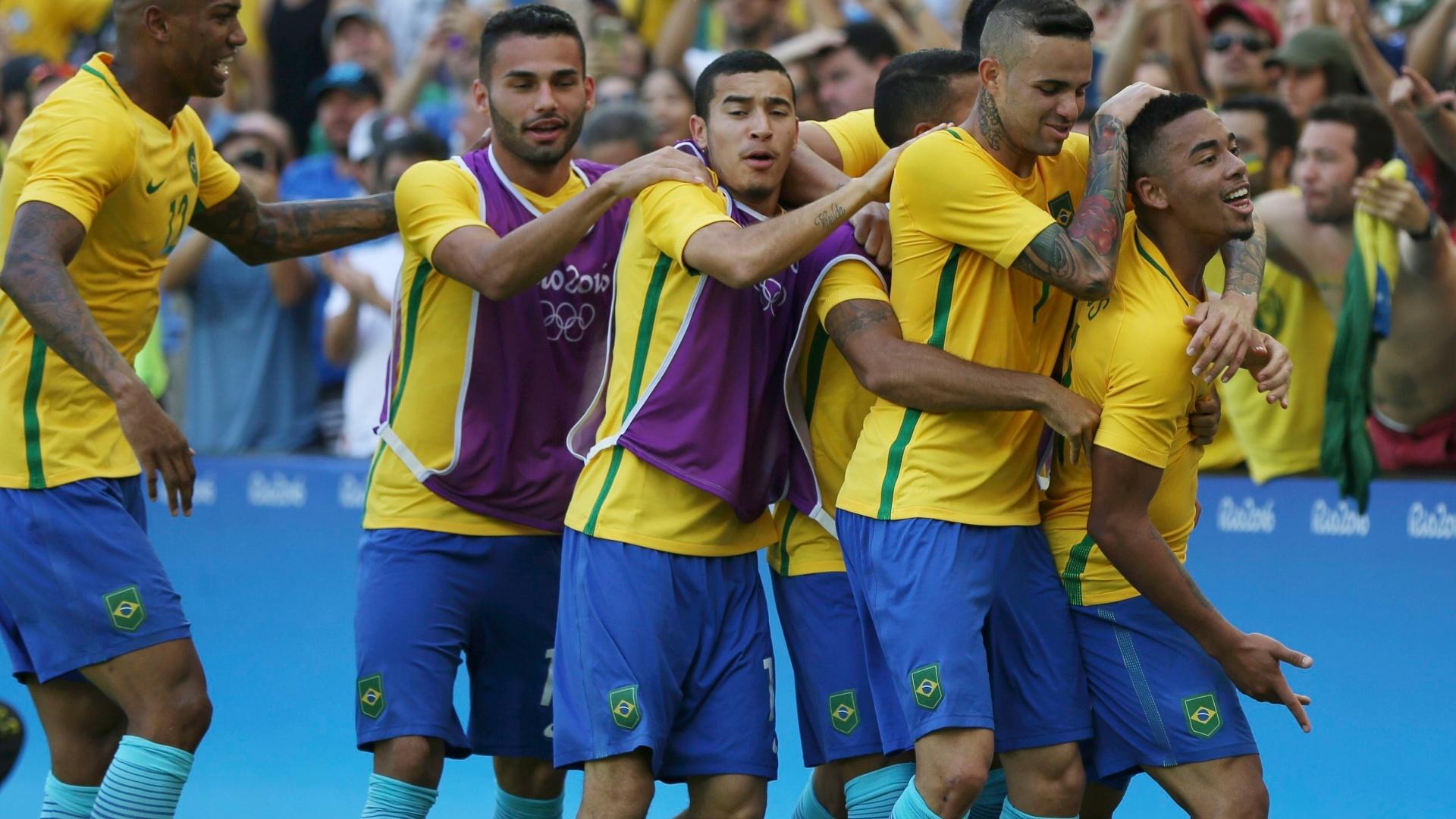 Em duas arrancadas, Gabriel Jesus ampliou o placar para o Brasil