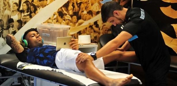 Thiago Lobo, fisioterapeuta do Santos, agora trabalhará exclusivamente para Gabigol