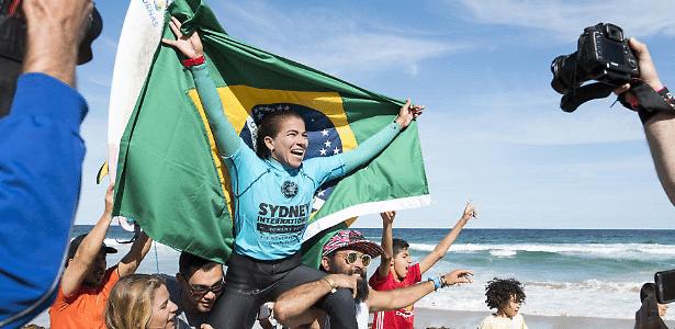 Silvana Lima consegue voltar para elite do surfe mundial feminino