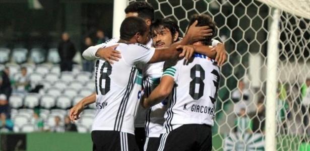 Após 5 a 0 na ida, Coritiba fez 4 a 0 sobre o Cascavel no Couto Pereira
