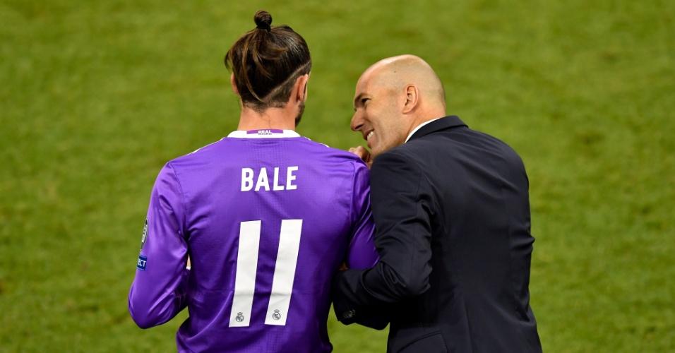 Zidane conversa com Bale na final da Liga dos Campeões
