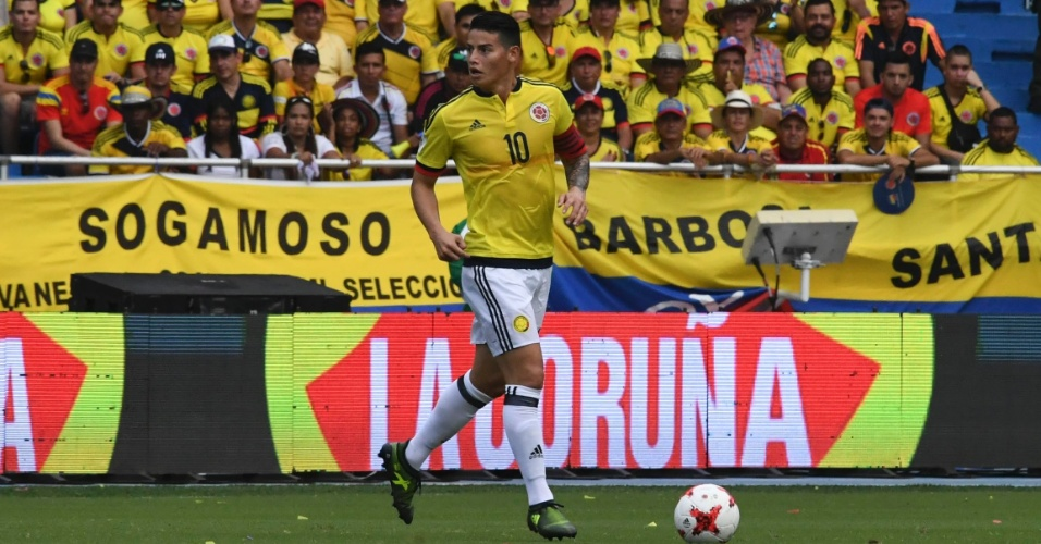 James Rodríguez durante Colômbia x Brasil pelas Eliminatórias