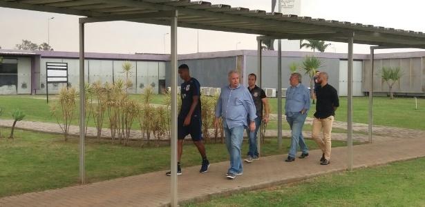 Roberto de Andrade, Flávio Adauto, Alessandro e jogadores receberam organizada - Diego Salgado/UOL