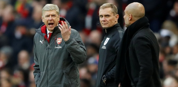 Wenger e Guardiola discutem na final da Copa da Liga Inglesa