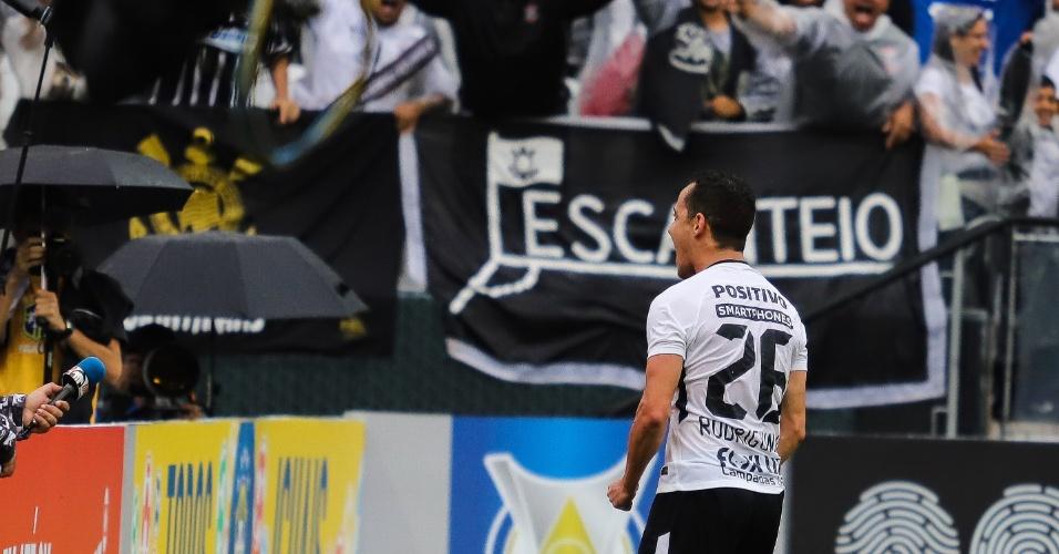Rodriguinho comemora gol marcado para o Corinthians contra o Fluminense