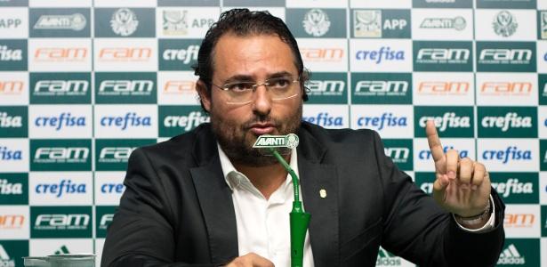 O diretor do Palmeiras, Alexandre Mattos, trabalha para manter um elenco de qualidade