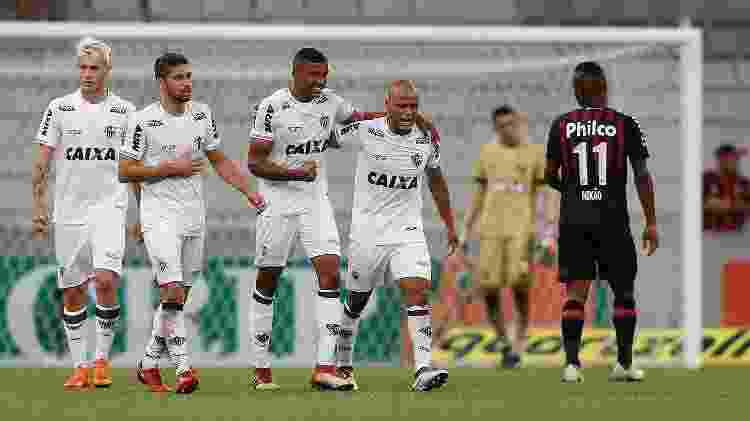 Jogadores do Atlético-MG comemoram gol de Bremer contra o Atlético-PR - RODOLFO BUHRER/FOTOARENA/ESTADÃO CONTEÚDO - RODOLFO BUHRER/FOTOARENA/ESTADÃO CONTEÚDO