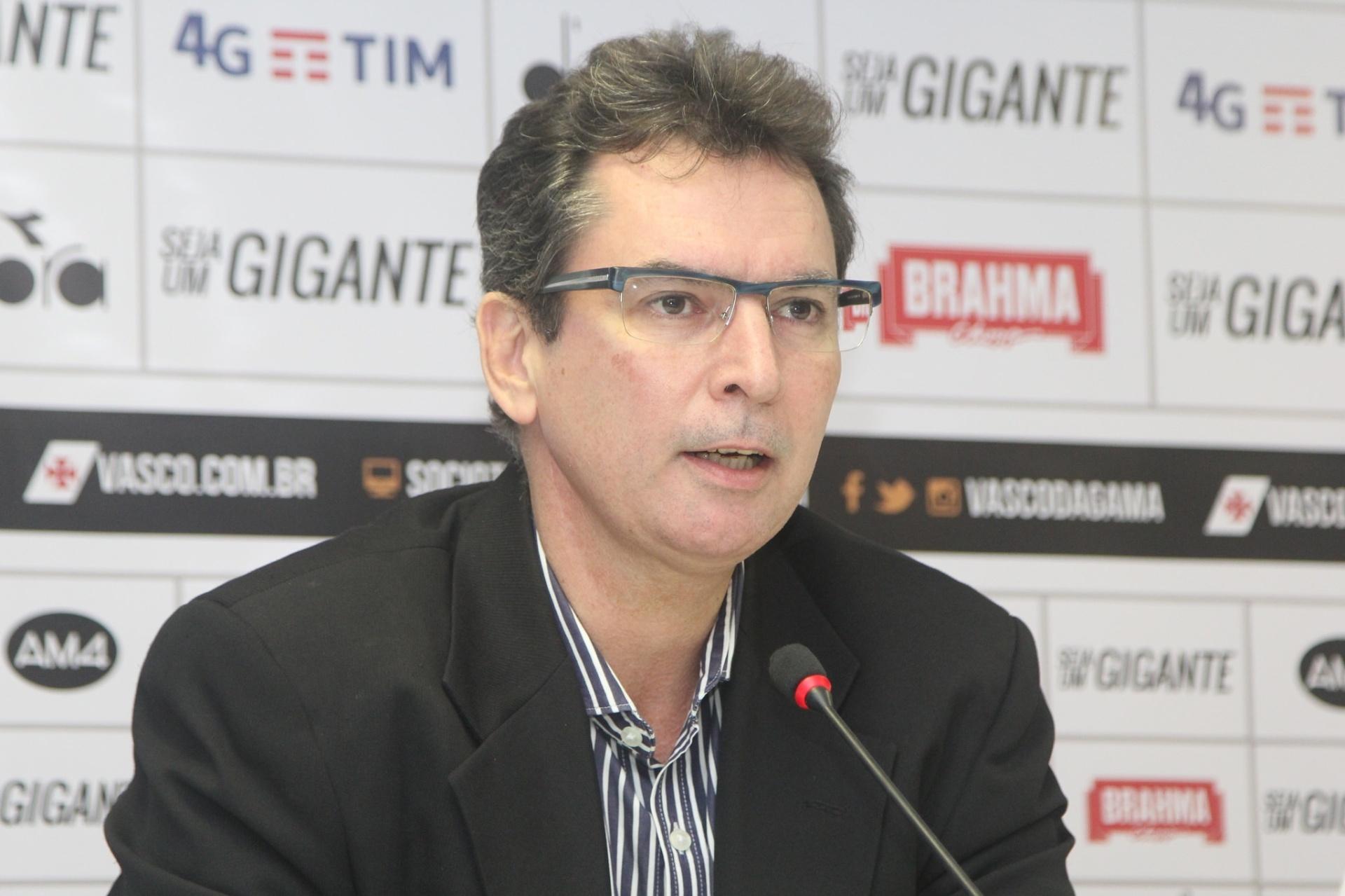 Diretor do Vasco reclama da arbitragem