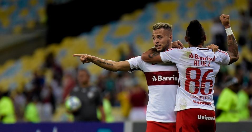 O atacante Nico Lopez comemora gol do Internacional diante do Fluminense